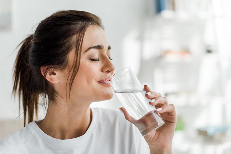woman drinking water lifestyle advice Richardson
